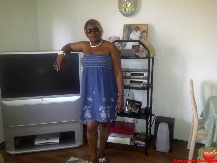 T101 UK Woman from London