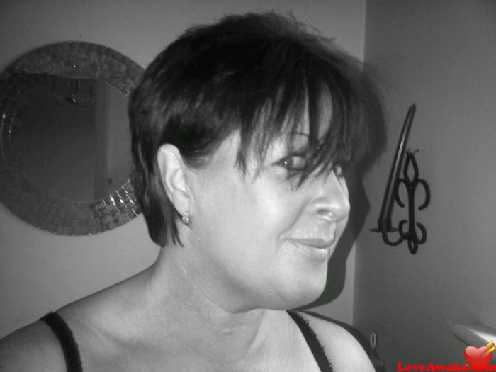 bertie1 UK Woman from Holmfirth