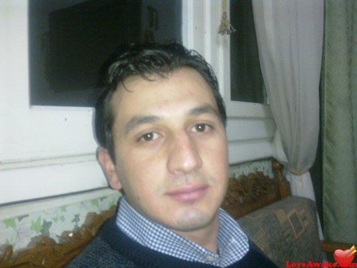who is dating nina dobrev
