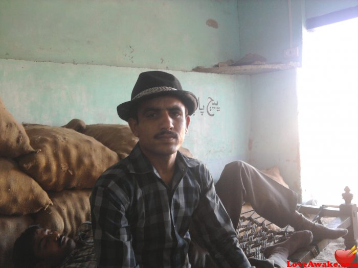 aajiz Pakistani Man from Sukkur