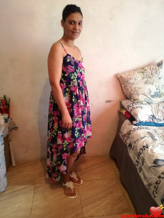 nikkibee African Woman from Johannesburg